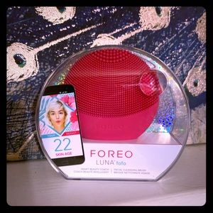 Foreign Luna facial cleansing brush pink fuchsia